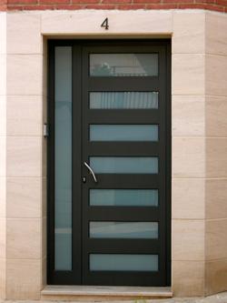 Las puertas de entrada en aluminio ventanas de aluminio for Modelos de puertas de entrada en aluminio