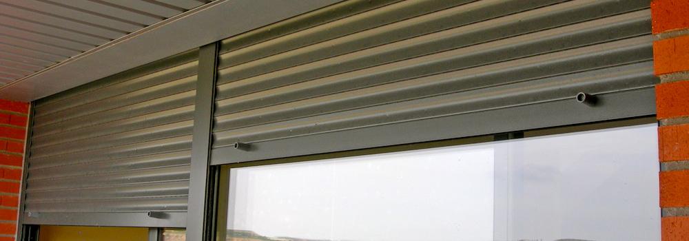 Precio de persianas affordable pienso que el hueco que - Colocar cinta persiana ...
